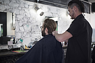 Barber and customer, cape - ZEF009198