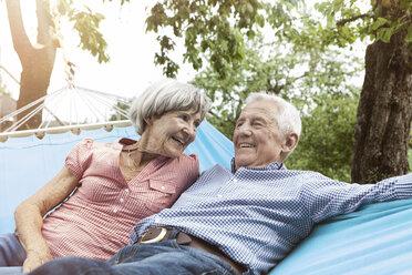 Happy senior couple in hammock - RBF004822