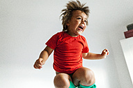 Little boy jumping on bed - VABF000719