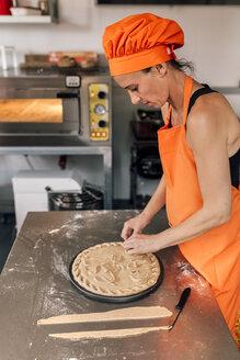 Pizza baker preparing pizza dough - MGOF002091