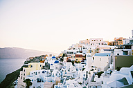 Greece, Santorini, Oia, view to the village at evening twilight - GEMF000936