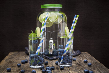 Glasses of infused water with lime, blueberries and mint - LVF005181