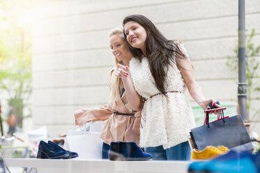 Two young women looking in shoe shop window - DIGF000820