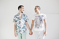 Two men in love holding hands - MRAF000111