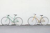 Vintage bicycles against wall - SKCF000121