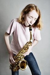 Girl playing saxophone - JATF000865