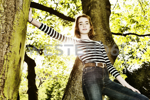 Girl climbing on a tree - JATF000889