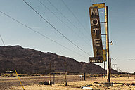 USA, California, Mojave Desert, sign of abandoned motel at route 66 - GIOF001343