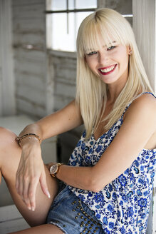 Portrait of smiling blond woman - GDF001096