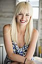 Portrait of smiling blond woman in summer - GDF001099