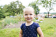 Portrait of little blond girl in the garden - HAPF000686