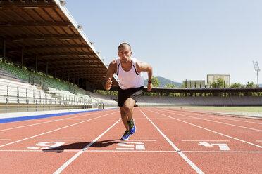 Young sportsman starting running, tratan race - FMOF000077