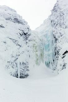 Sweden, Fulufjallets Nationalpark, Njupeskaer, Swedens highest waterfall in winter - TKF000446