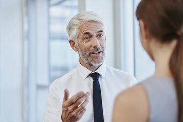 Businessman talking to businesswoman - RORF000216