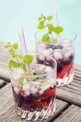 Fresh mineral water with blueberries, mint, sirup and ice - JUNF000569