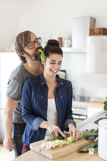 Playful couple in kitchen - PESF000247