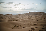 Morocco, Meknes-Tafilalet, Midelt, Merzouga, Dune landscape in the desert Erg Chebbi. - KIJF000711