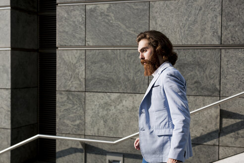 Stylish businessman on stairs outdoors - MAUF000759