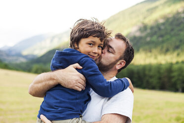 Father kissing his little son - VABF000750