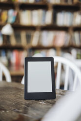 E-book on table in a cafe - KNSF000234
