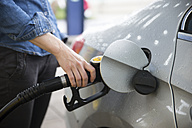 Woman fuelling car - CHPF000268