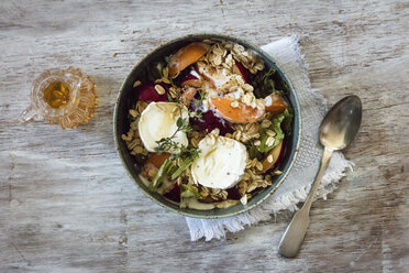 Hearty oat flakes bowl with fruits, goat cheese and thyme - EVGF003041