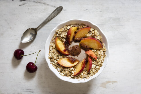 Cherry smoothie bowl with peach and oat flakes, topping - EVGF003047