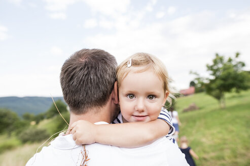 Father carrying little daughter in his arms - HAPF000726