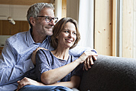 Smiling mature couple on couch - RBF004890