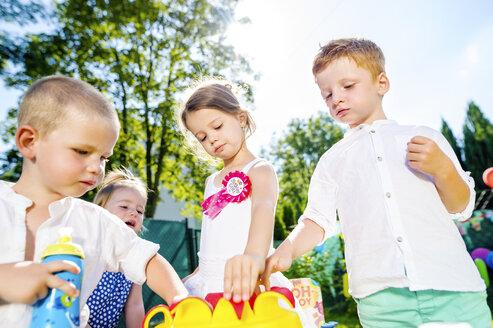 Children having birthday party in the garden - HAPF000750