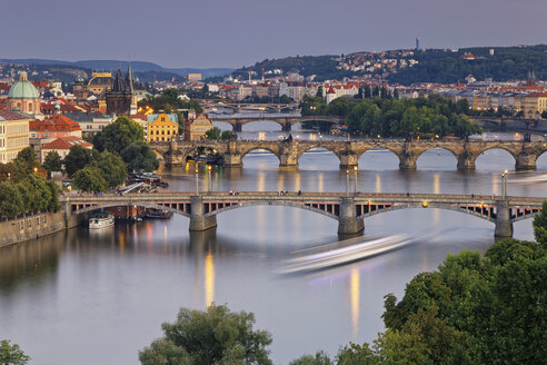 Czech Republic, Prague, Old town with bridges, Charles Bridge and Old Town Bridge Tower in the evening - GFF000720