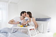 Couple in bed with breakfast tray - DIGF000942