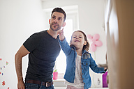 Father with daughter in children's room - DIGF000966