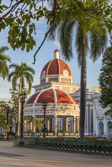 Cuba, Cienfuegos, view to Pavillon Glorieta at Jose Marti Park - MAB000381