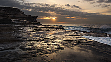 Australia, New South Wales, Maroubra, coast in the evening - GOAF000025
