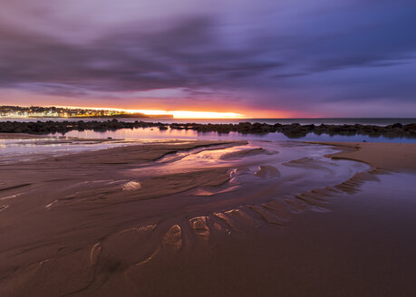Australia, New South Wales, Maroubra, beach in the evening - GOAF000037