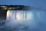 Canada, Ontario, Niagara Falls, Lake Ontario in the evening - FCF001060
