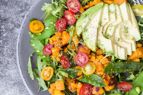 Fresh salad with rocket, sweet potato, avocado, tomato, chia seeds, sugar shots - SARF002849