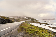 Norway, Hedmark, Tufsindalen valley, country road and clouds - CSTF001187