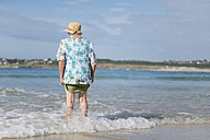 Back view of senior woman at seashore - RAEF001431