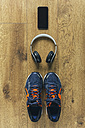 Running shoes, headphones, smartphone - BOYF000564