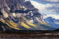 Canada, Alberta, Jasper National Park, Mountains at Icefield-Parkway - SMAF000542