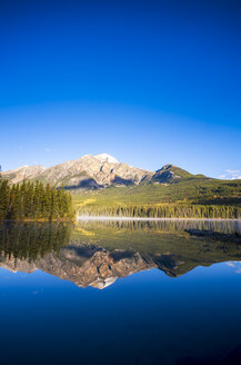 Canada, Jasper National Park, Jasper, Pyramid Mountain, Pyramid Lake in the morning - SMAF000566