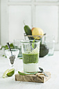 Green smoothie, ingredients, chia seeds, yogurt, spinach, avocado, cucumber, pear and lime - ASF005984