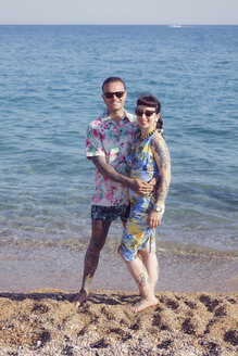 Tattooed couple on the beach - XCF000101