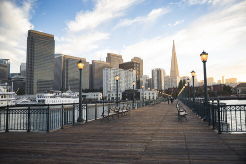 USA, California, San Francisco, Pier 7 in the evening - EPF000142