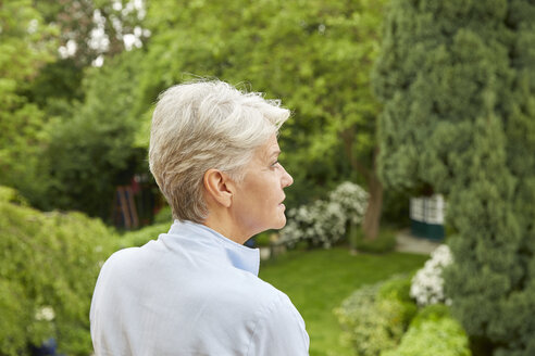 Profile of woman with grey hair in the garden - FMKF003038