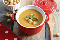 Pot of creamed pumpkin soup with bread cubes - RTBF000276