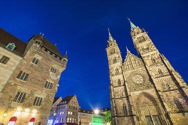 Germany, Nuremberg, view to Nassauer Haus and St. Lorenz Church - SIE007093