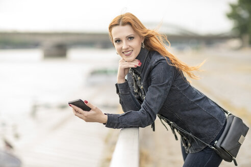 Young woman with smartphone - TAMF000592